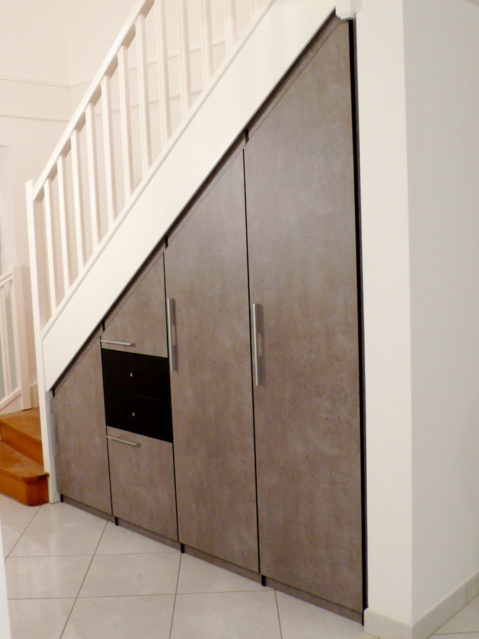 Dressing sur mesure yves jaffr agencements for Amenagement escalier interieur