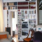 Bibliothèque encadrement de porte.