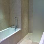 Baignoire et douche italienne.