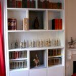 Bibliothèque avec inserts lumineux et vitrines