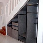 Aménagement dressing sous escalier