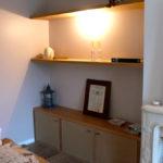 Etagères cheminée fixation invisible et meuble bas.