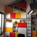 Bibliothèque sur mesure avec porteslaquées multicolores Yves Jaffré