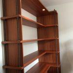 Bibliothèque en acajou de côté
